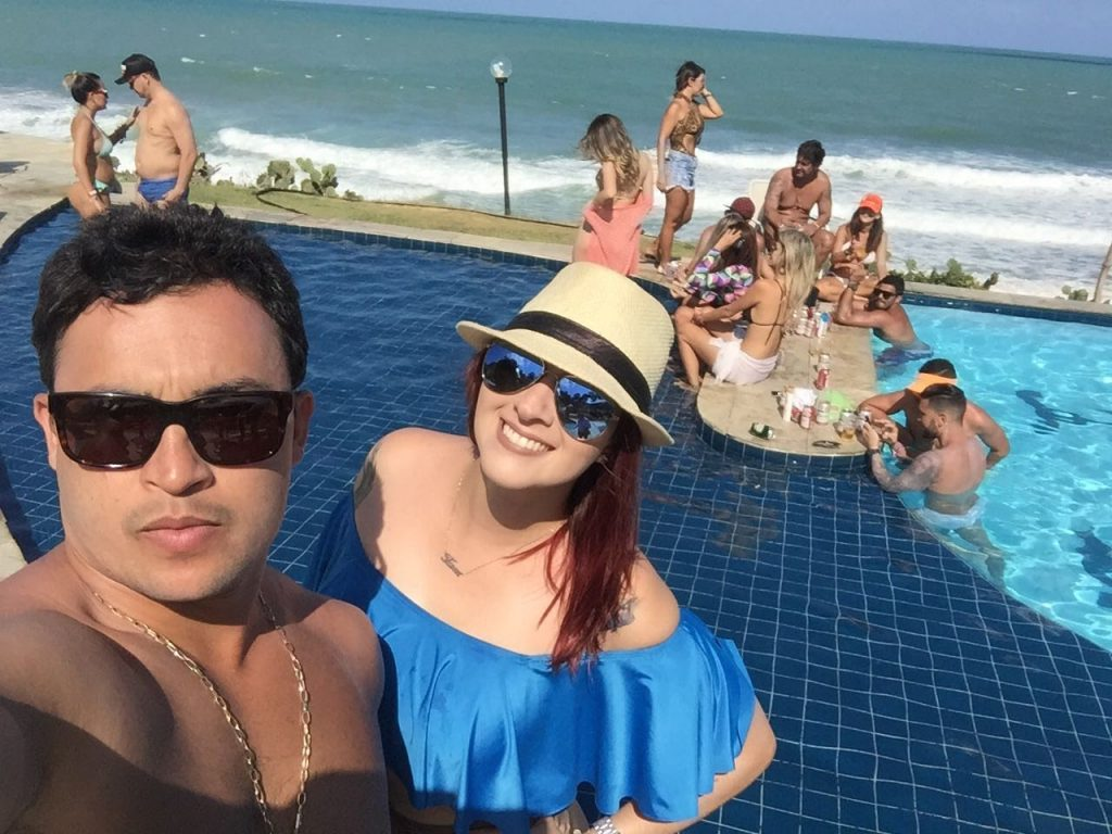 É Ela , fam Matos . Amanhã DJ da pool party